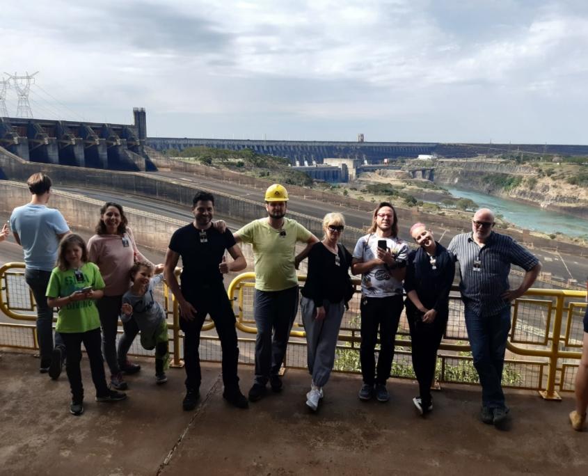 Alle Mann zu den Staudämmen