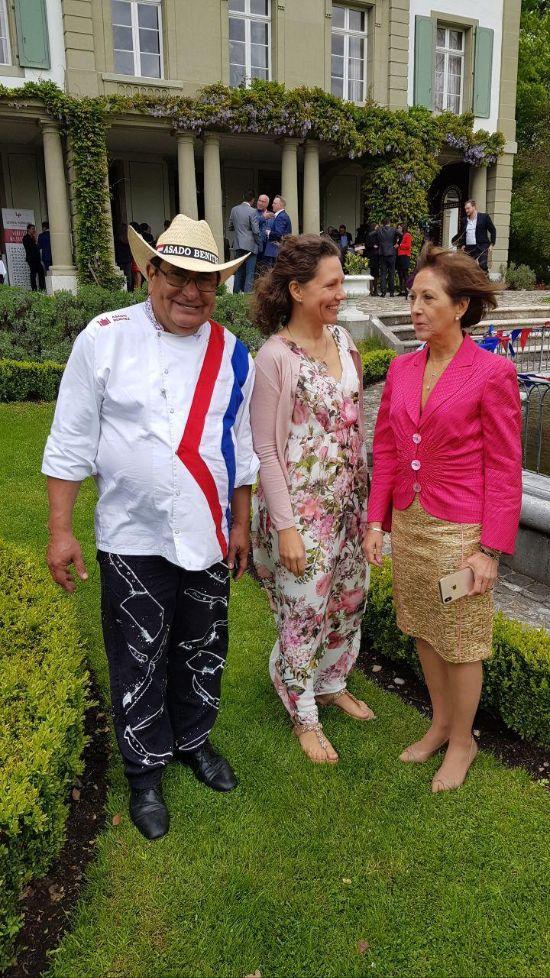 Benitez, Stefanie, Frau Botschafterin
